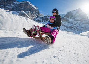 Sledging fun on the Grosse Scheidegg-Schwarzwaldalp