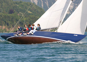 Sailing trip on Lake Thun with aperitif